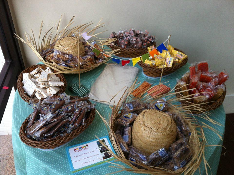 Festa junina dicas de organizaç u00e3o, decoraç u00e3o, comidinhas e economia no seu arraial Todas as  -> Decoração Tnt Festa Junina