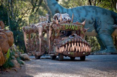 Dino móvel é uma boa carona!