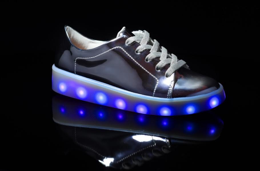 af014556256 Molekinha lança tênis com luz de led para crianças