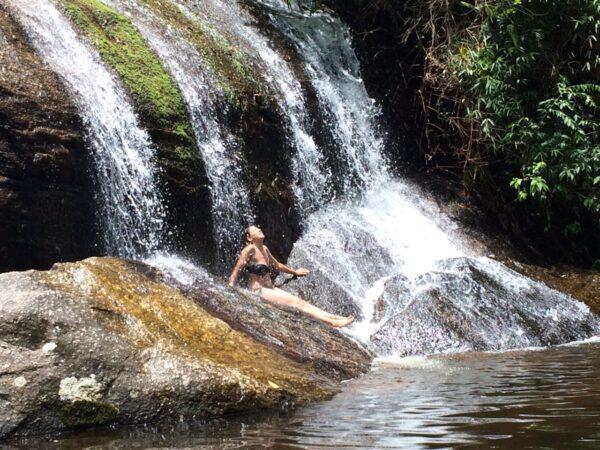 Banho de cachoeira: quem resiste?