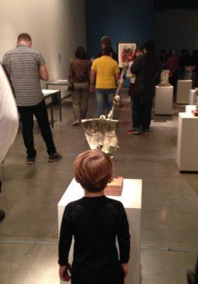 Segundo Katarina Bergami, da Faces Bilíngue, tudo o que a criança pode observar, traz uma experiência.