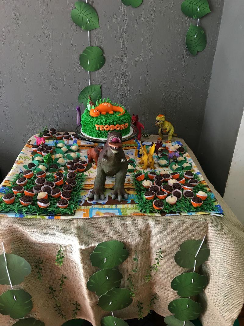 Festa em casa tema dinossauros -> Decoração De Mesa Festa Dinossauro