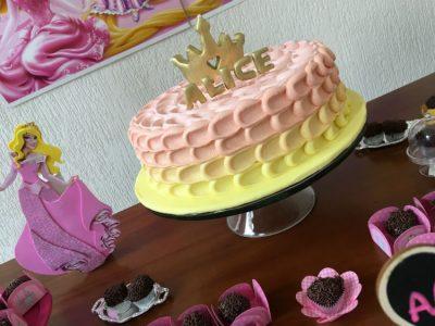 bolo princesas confeitaria da luana